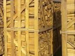 Das Brennholz für den Kamin