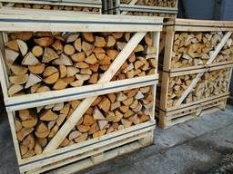 Holz in Kisten (Birke/Eiche)/Split wood in boxes (birch/oak)