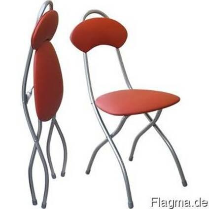 Мягкие стулья.
