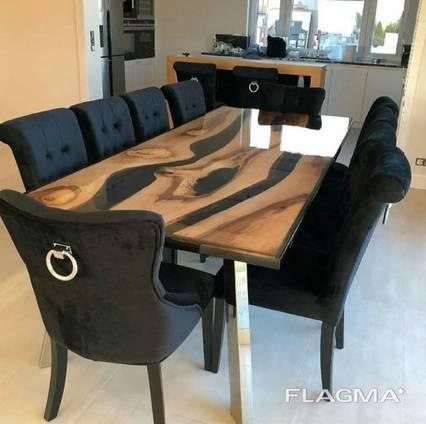 Обеденный стол из массива ореха с эпоксидной смолой