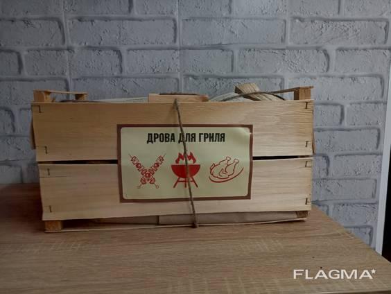 Предлагаем дрова, сложенные в экоящики из шпона, с элементами натуральных комплектующих де