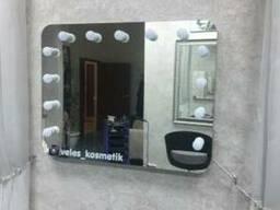 Зеркало для макияжа с подсветкой.